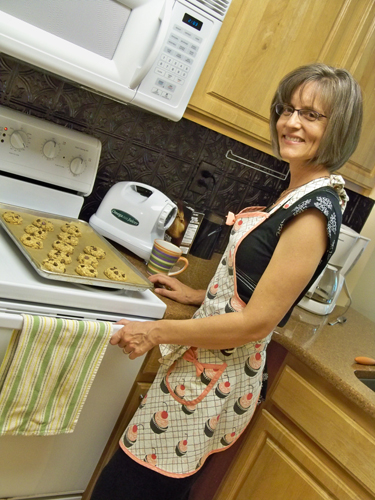 Stacy Perry Cookin' up Cookies!