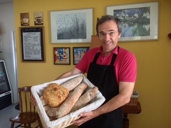 Matteo with amazing house made artisan breads 650x485 LA CUCINA Italian Kitchen, Milanos Finest In The Most Unlikely Place