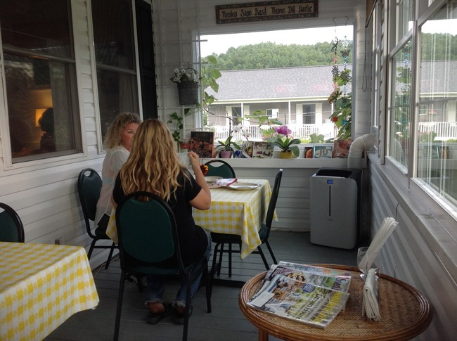 Porch Seating 650x485 LA CUCINA Italian Kitchen, Milanos Finest In The Most Unlikely Place